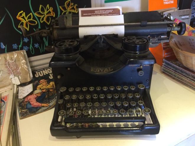 first typewriter lookalike
